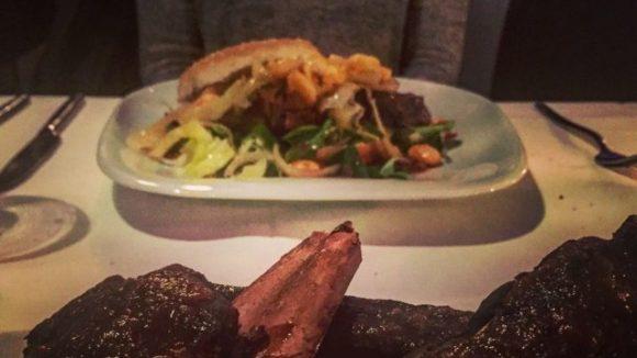 """Das Fleisch, das im Restaurant des Hotels Petit auf den Tisch kommt, stammt komplett aus dem Hofladen """"Naturally Raised"""" und damit aus der Region."""