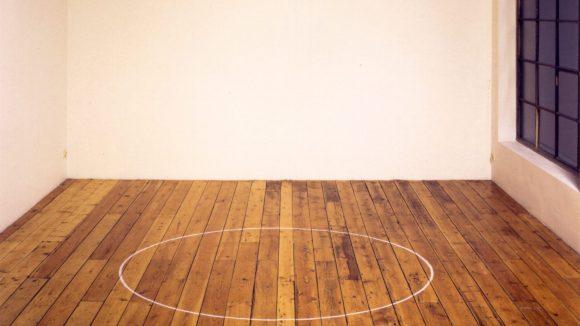 Ian Wilson, Circle on the floor, 1968, Kreide, 183 cm Durchmesser. ©Ian Wilson, Jan Mot, Brüssel