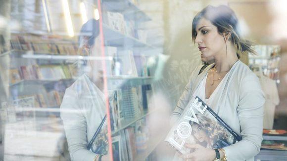 Im Buchladen Soda lässt Masha sich von den vielen Zeitschriften inspirieren.