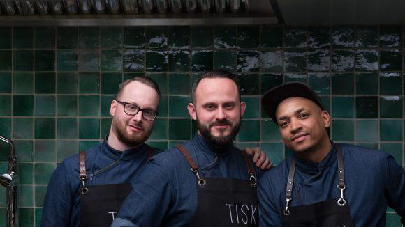 Im März 2018 eröffnete die Tisk Speisekneipe in Neukölln.