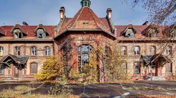 Gestern Küchengebäude, heute Ruine, morgen Künstlerzuhause? In den Beelitzer Heilstätten sollen sich besonders Kreativschaffende wohlfühlen.