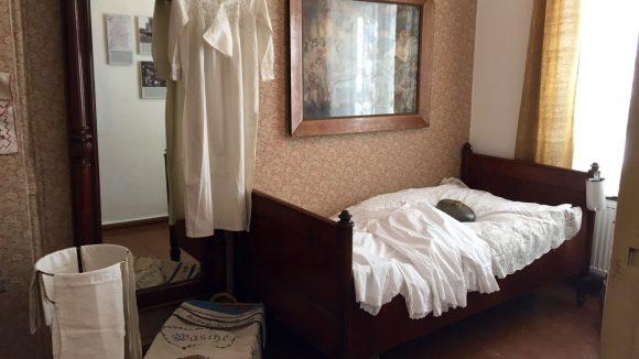 In diesem Bett schliefen schon mal drei Menschen. © Katrin Starke