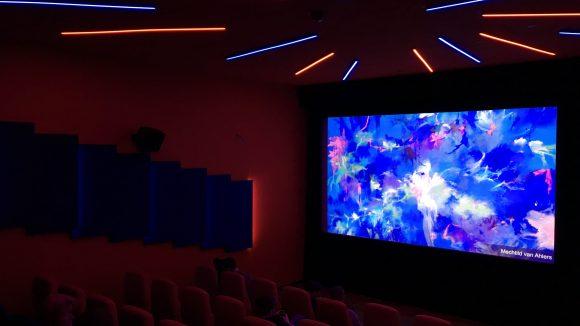 Indirektes Licht und Neonleisten: Das Delphi Lux zeigt sich von moderner Seite. © Yuki Schubert