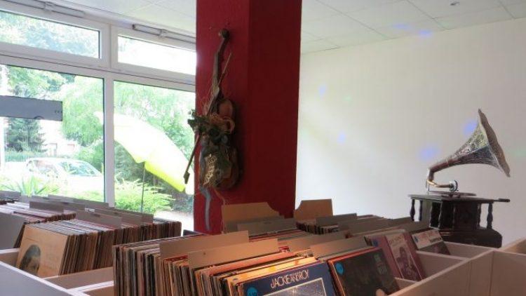 """Bei """"Jazz Dreams"""" in Niederschönhausen finden Schallplatten-Fans alles, was das Herz begehrt. Für mehr Bilder klick' dich durch unsere Bilderstrecke!"""