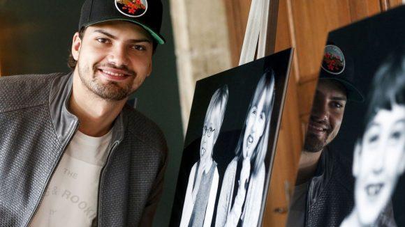 Jimi Blue Ochsenknecht bei der Ausstellung 'Die Kunst des Kinderlächelns'. ©Isa Foltin/Getty Images