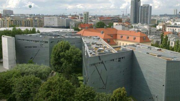 """Das Jüdische Museum beherbergt bis zum 1. März 2015 die Sonderausstellung """"Haut/ab!"""""""