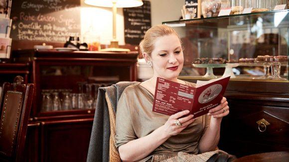 Im Café Zuckerfee holt sich Marlene gerne frische Croissants. ©Ralph Penno