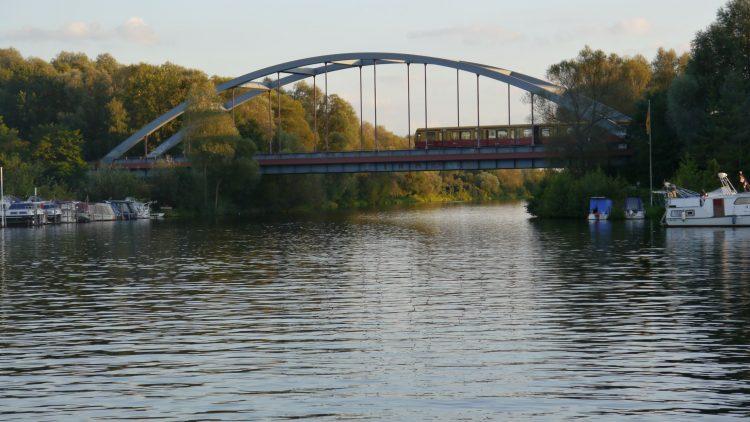 Die Havelbrücke wurde wegen des Mauerbaus gesprengt und nach der Wende 1998 erst wieder aufgebaut.