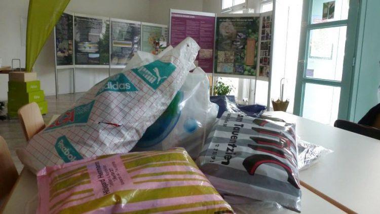Tüten in der Tüte: Kurz vor Ostern ging die Spandauer Tütensammlung los, schon am darauffolgenden Dienstag wurden über 200 ungenutzte Tragetaschen abgegeben.