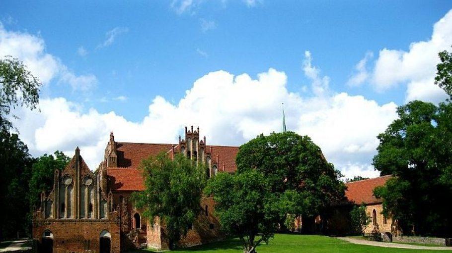 Die Südseite des gotischen Klosters Chorin