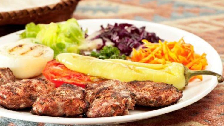 Köfte ist eine der bekanntesten türkischen Spezialitäten.