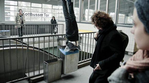 Es gibt so gut wie nichts, das Berliner noch nicht gesehen hätten. Und wenn mal einer in der Mülltonne steckt, wird höchstens amüsiert gelächelt. Was noch typisch Berlin ist, steht hier.