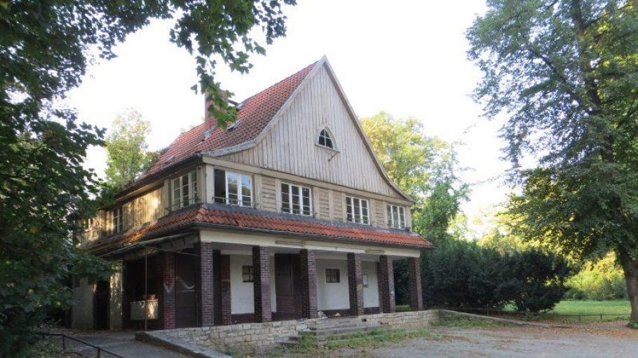 Das historische Parkwächterhaus von 1924/25 im Lietzenseepark.