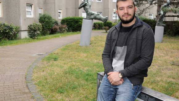 Kujtim führt durch seinen Kiez: Hier in der Behmstraße ist er aufgewachsen.