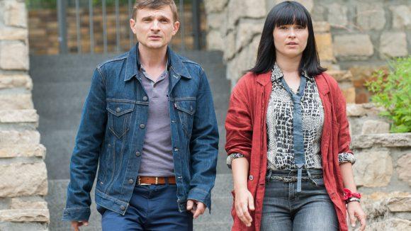Ein ungleiches, aber effizientes Ermittlerpaar: Lanner (Florian Lukas) und Carola (Anna Fischer). © rbb/ARD Degeto/Julia Terjung