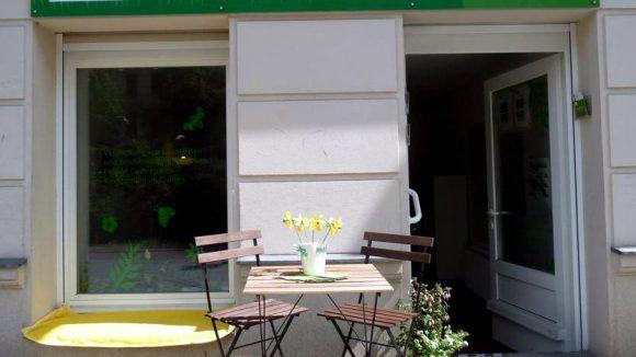 Hinter dieser Tür finden Sie das perfekte Gärtchen: Die Geschäftsstelle von Laupi in der Prenzlauer Allee.