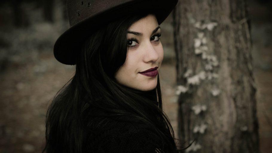 Wenn du auf schwarze Hüte, gedeckte Farben und derbe Stoffe stehst, bist du im Po Berlin Pop-up Store richtig.