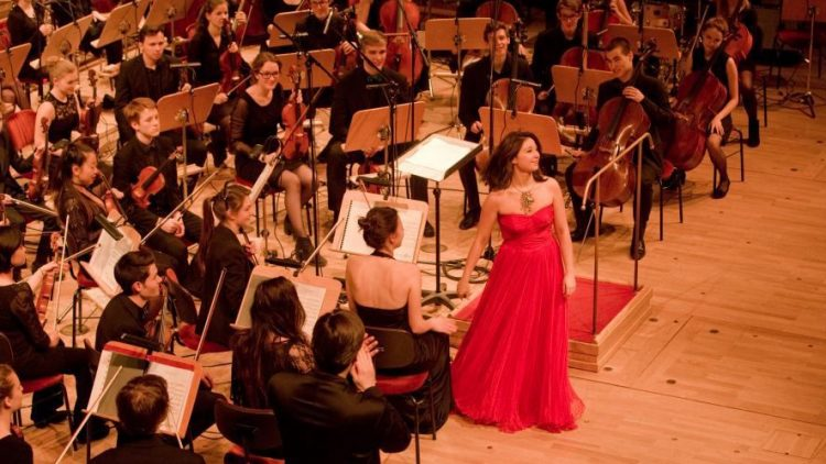 Klassik mal gar nicht angestaubt: Die Junge Philharmonie Brandenburg besteht aus dem Spitzennachwuchs der Brandenburger Musikschulen. Hier ist niemand älter als 25.