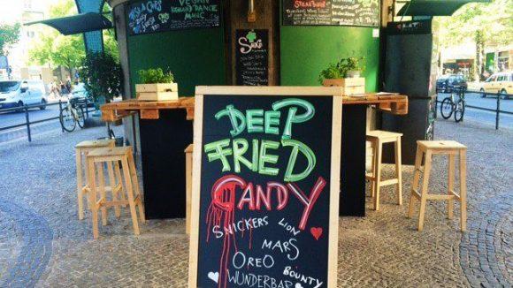 """Bei """"Mister and Misses Fried"""" kommt vom Schokoriegel bis zum Fischfilet (fast) alles in die Fritteuse."""