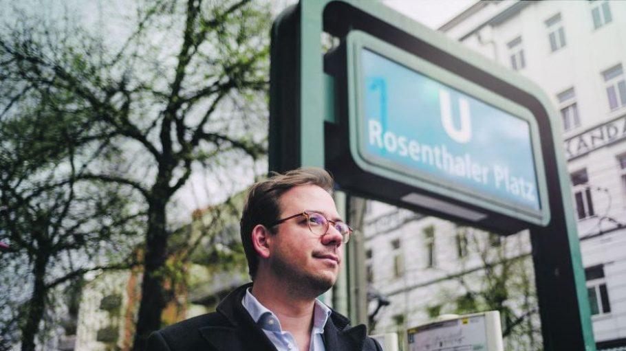 Ally-Gründer Maxim Nohroudi wohnt und arbeitet in der Torstraße. Rund um den Rosenthaler Platz kennt er sich bestens aus und zeigt uns die besten Locations ....
