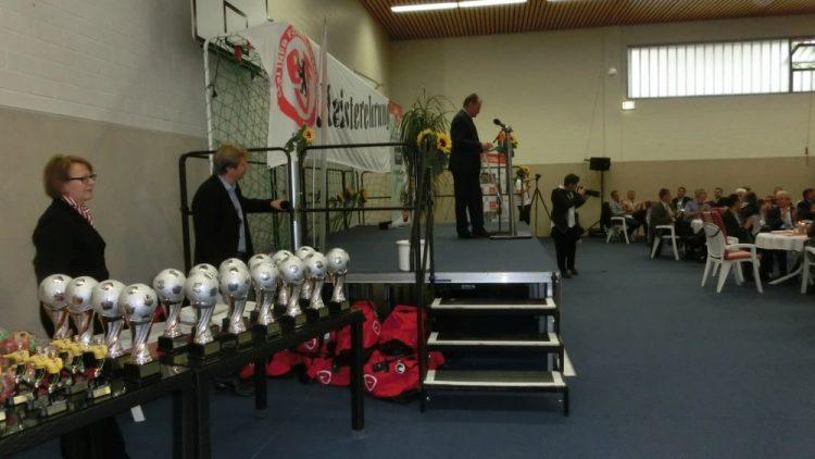 Am Abend des 13. Juli warteten in der BFV-Sportschule einige Trophäen auf Berlins erfolgreichste Fußballer der vergangenen Saison. Einige warteten vergebens, denn nicht jeder Gewinner konnte seinen Pokal persönlich entgegennehmen.