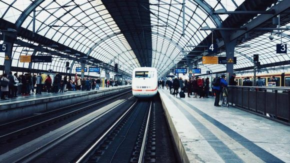 Auch berühmte Instagrammer wie der Wahl-Berliner Michael Schulz beteiligen sich an der Aktion #MissionBahnhof der Deutschen Bahn.