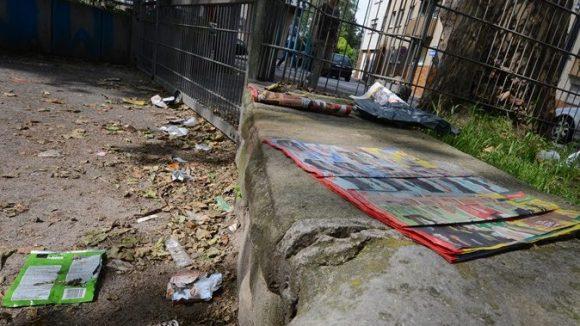 Verdreckte Spielplätze: Nur eines der Probleme, für deren Beseitigung der Stadt häufig das Geld fehlt.