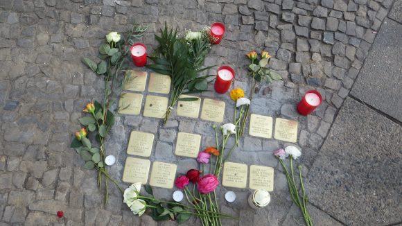 Neue Stolpersteine in der Thomasiusstraße. (c) Trieba