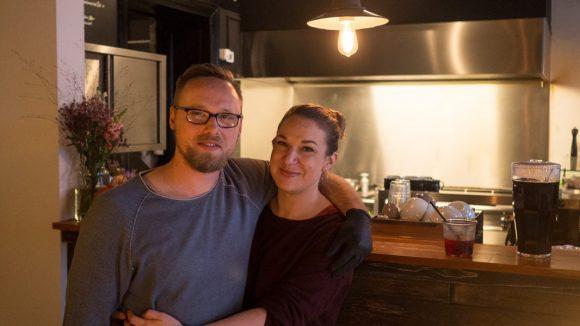 In der Gerichtstraße gibt es eine neue Möglichkeit zum Mittag- und Abendessen – dank Raphael Prejs und Janine Habler-Schultze.