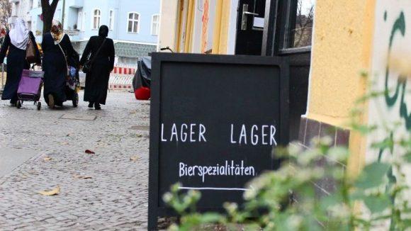 Neuköllns erster Verkauf für Craft Beer Spezialitäten versteckt sich in der Pflügerstraße.