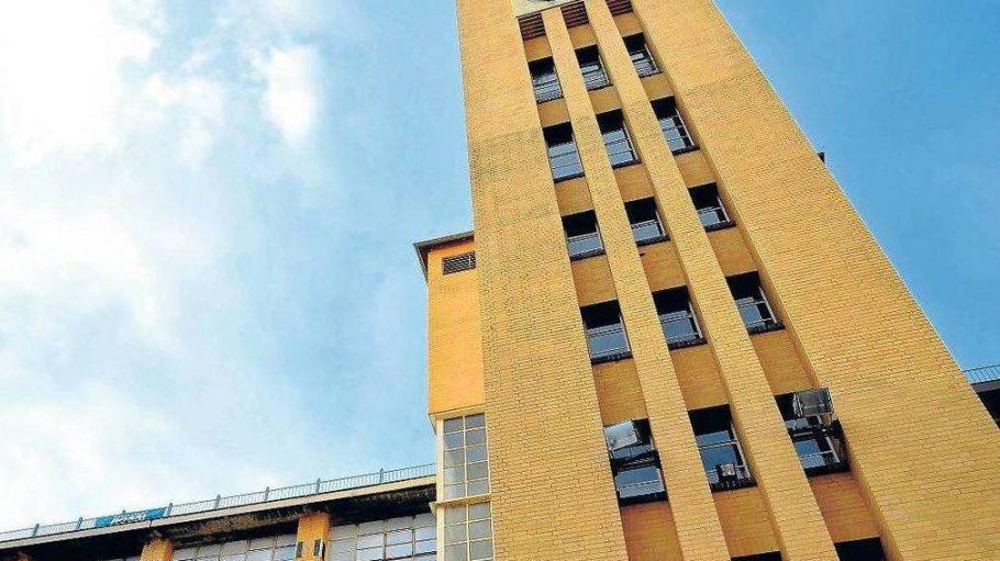 In den ehemaligen Osram-Werken mit ihrem markanten Turm haben sich heute kleine Firmen und Büros angesiedelt.
