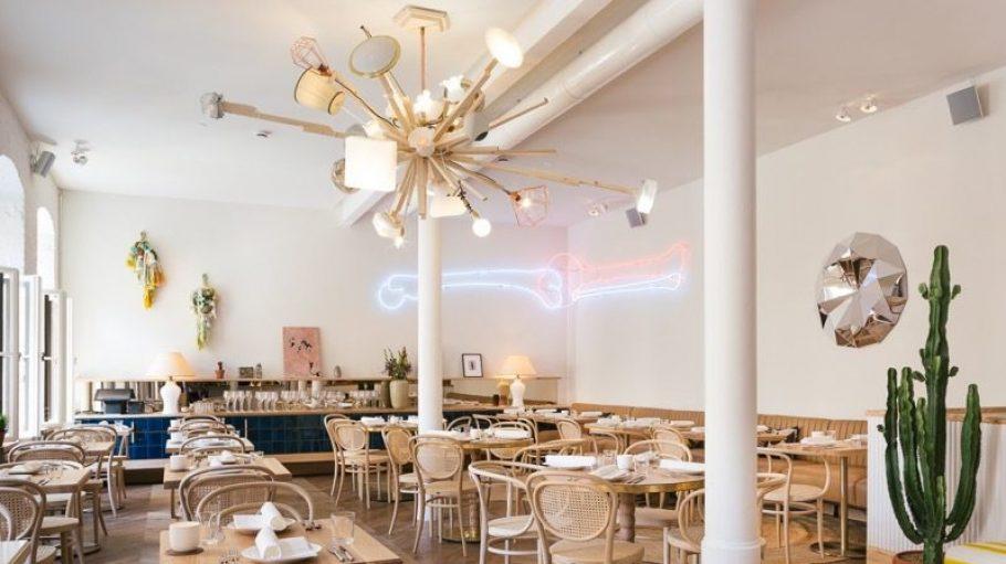 Bei den Neueröffnungen geht uns diese Woche ein Licht auf: Ein abgefahrenes Konzept bietet nicht nur das Restaurant Panama, in dem diese Designer-Lampe hängt...