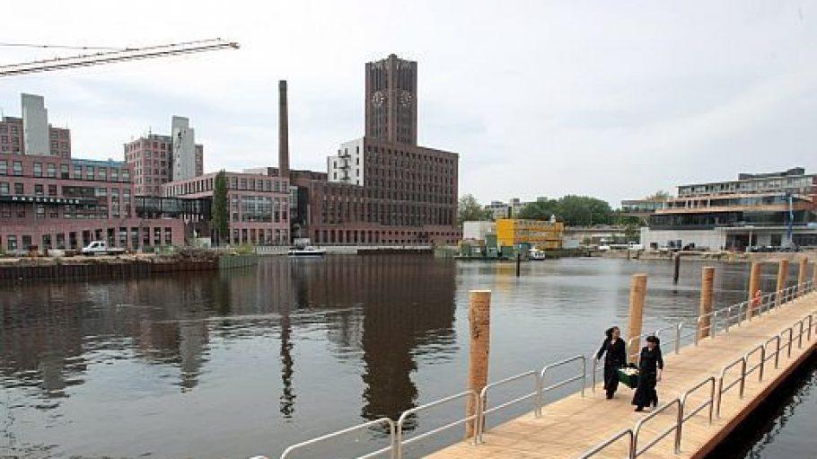 Am Wochenende wird die Brücke voraussichtlich besser gefüllt sein. Ein Super Platz zum Feuerwerkgucken!