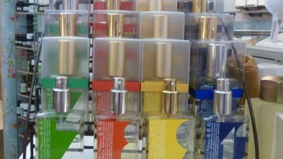 Die Düfte von Erik Kormann, die von den Monaten inspiriert wurden. Es gibt aber auch weitere Parfüms von ihm.