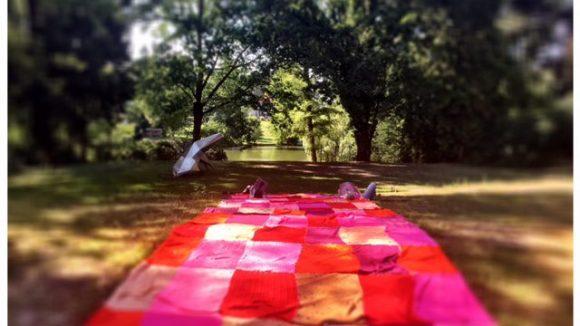 Patchwork Teppich im Park (c) Jänicke