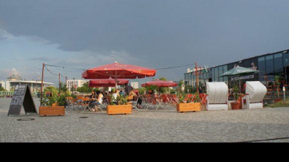 Pizzeria mit Mini-Strandbar (c)Hauptbahnhof Blog