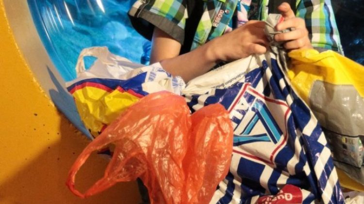 Plastiktüten sind großer Müll! Deshalb mitmachen und im September beim Weltrekordversuch auf dem Tempelhofer Feld dabei sein.