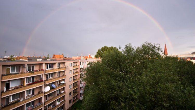 So schön kann Platte sein. Brauchen wir mehr davon? AUnd an welchem Ende des Regenbogens finden wir Platz zum Wohnen?