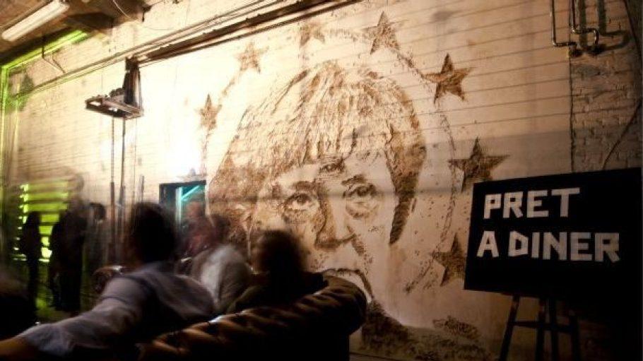 """Vor einem Jahr verzierte ein Porträt von Angela Merkel """"PRET A DINER"""" in Berlins """"Alter Münze"""". In diesem Jahr hat sich das beliebte Pop-Up-Restaurant in den ehemaligen Opernwerkstätten in Mitte einquartiert."""