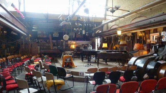 Professionell improvisiert: Werkstatt und Konzertsaal.