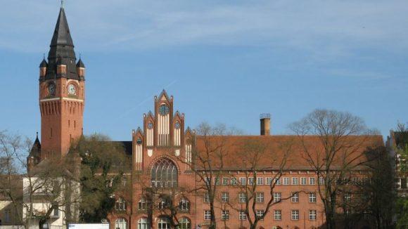 Das Köpenicker Rathaus - hier plant man die flächendeckende Parkraumbewirtschaftung in der Altstadt.
