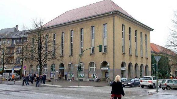 Das Rathaus Zehlendorf - Sitz des Bezirksamts Steglitz-Zehlendorf.