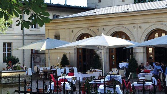 Im Restaurant von Schloss Glienicke lässt es sich in entspannter Atmosphäre speisen.