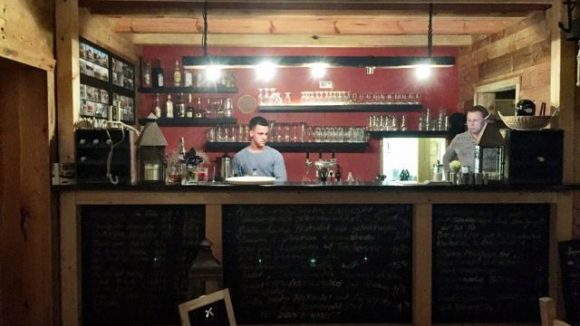Das Restaurant Spreearche liegt in Köpenick, am Müggelsee. Das schlichte Ambiente ist nicht nur deswegen vor allem etwas für Wasserratten.