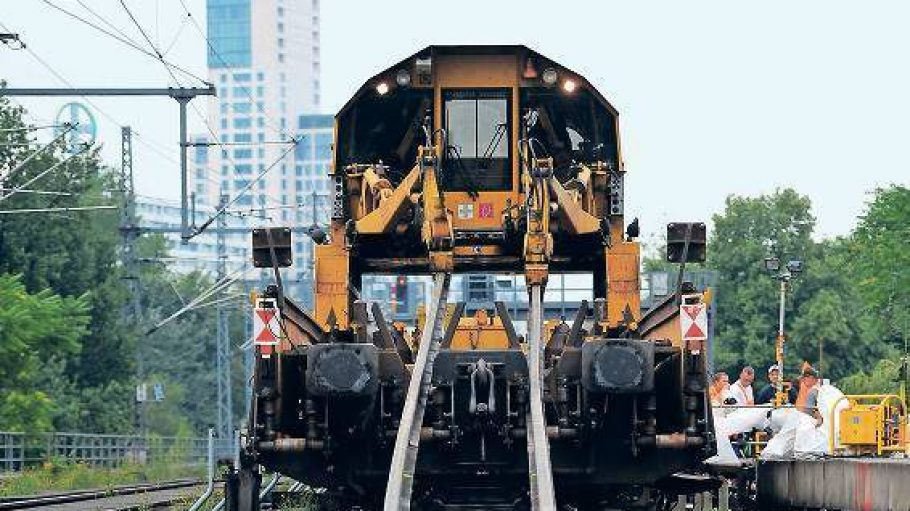Kreuz und quer. Bahn-Kunden in der gesamten Stadt werden im nächsten Jahr die Auswirkungen der geplanten Bauarbeiten zu spüren bekommen.
