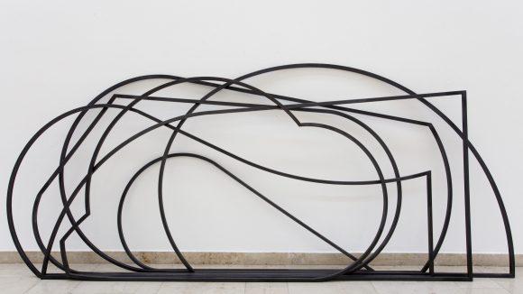 Gary Schlingheider lotet mit seiner Arbeit die Grenzen zwischen Malerei und Bildhauerei aus.