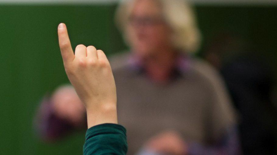 Auch wenn es in der sfe antiautritär und kollektiv zugeht: Melden müssen sich die Schüler wohl auch dort.