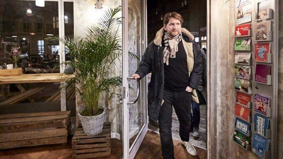 Sebastian Schwarz beim Betreten seines Stamm-Italieners Mandarine 3.