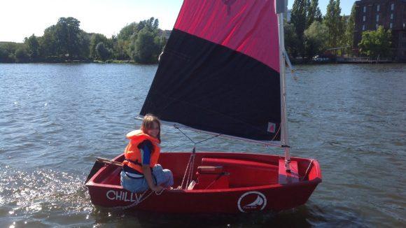 Auf dem Rummelsburger See lernen Kinder und Jugendliche das Segeln.