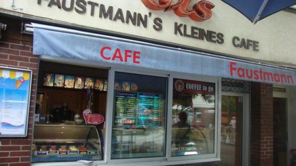 Eine Wannseer Institution: Seit 65 Jahren gibt es bei Faustmann selbst gemachtes Eis, Kaffee und Kuchen.